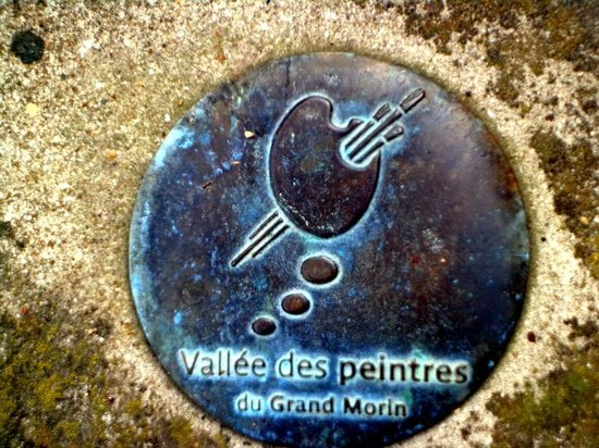 Le Moulin de Saint Martin : Even the man-hole covers were beautiful