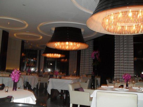 Rhodes Twenty10: Restaurant before it filled up