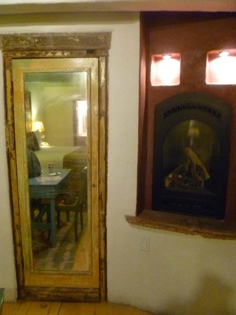 Las Palomas Inn Santa Fe: nice little gas fireplace on the right, the mirror is the closet/kitchen door reflecting more of