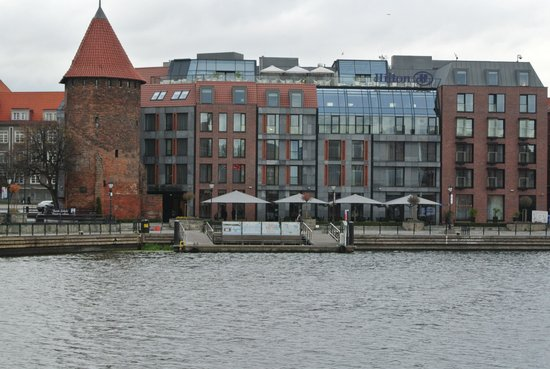 Hilton Gdansk: hotel from over the river