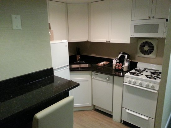 The Windsor Suites: Kitchen