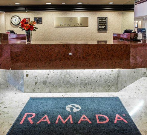 Ramada Toledo Hotel and Conference Center: Ramada Front Desk
