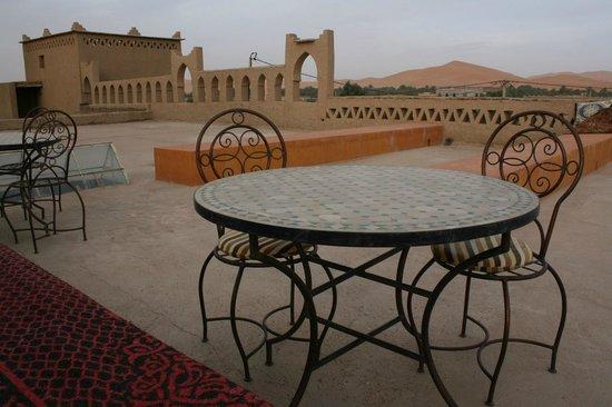 Guest House Merzouga : Terrasse sur le toit