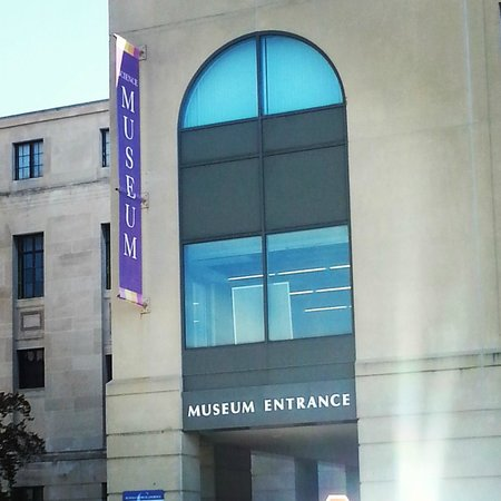 Buffalo Museum of Science : entrance to museum