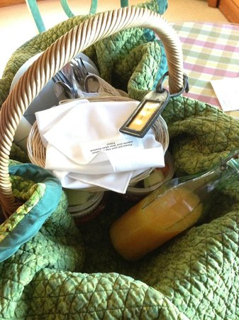 Glendeven Inn Mendocino: Daily breakfast at your door.