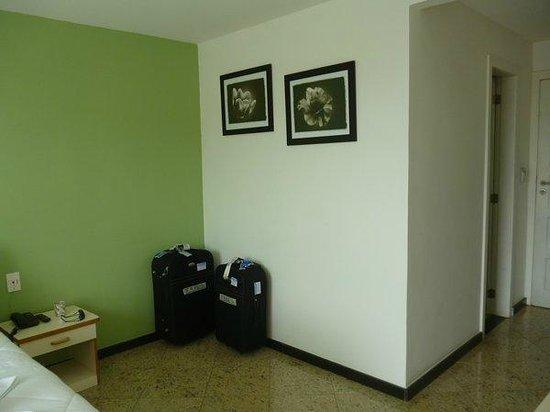 Hotel Pousada Experience Joao Fernandes: Cuadros decorativos en la habitación