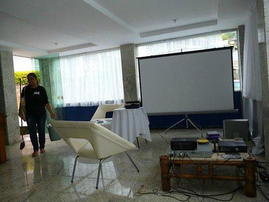 Hotel Pousada Experience Joao Fernandes: Ecran en el salón de juegos