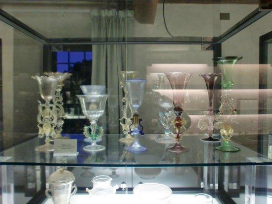 Castello Banfi Wine Estate : museo del vetro
