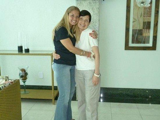 Hotel Pousada Experience Joao Fernandes : En el lobby del hotel: Lucía y Lala se despiden