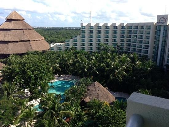 Grand Park Royal Cozumel: View of rest of hotel from room