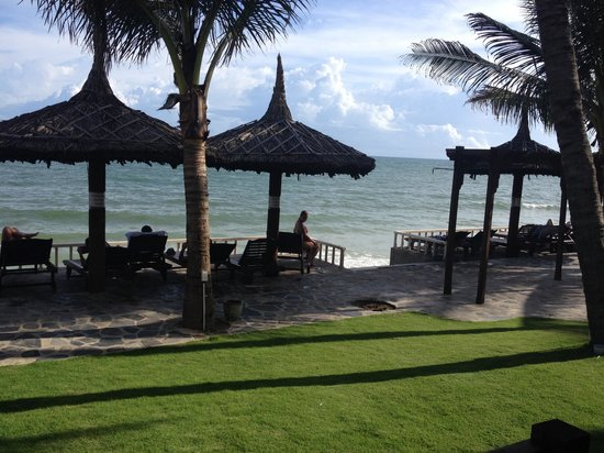 Mui Ne Backpacker Village: Our view from the bungalow