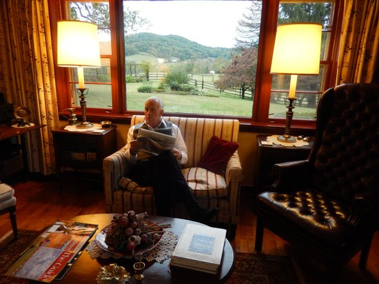 Fairlea Farm Bed and Breakfast: Reading Washington paper