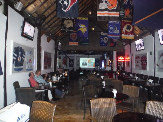 End Zone Sports Bar : View from the entrance.