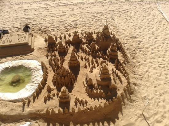 Praia dos Pescadores : sand sculpture