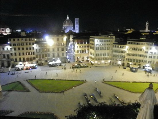 Grand Hotel Minerva: View of the piazza from the pool/roof