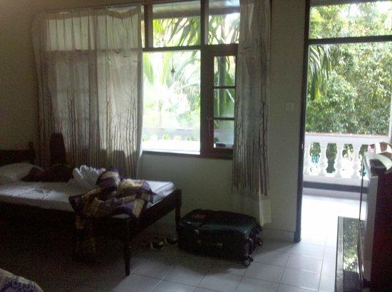 Simpang Inn: Quarto e varanda