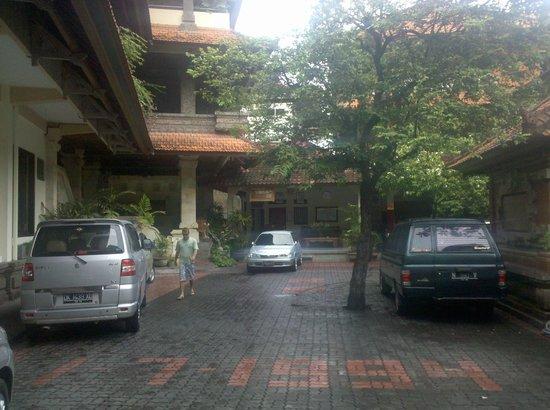 Simpang Inn: Entrada/estacionamento