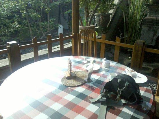 Simpang Inn: Vista da área externa do café da manhã