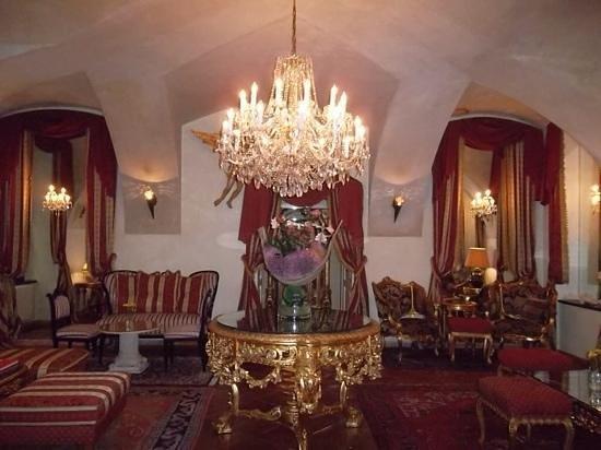 Alchymist Grand Hotel & Spa: sala onde serviam queijos e vinhos