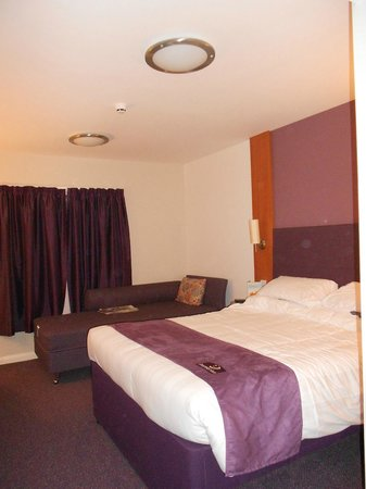 Premier Inn Lincoln City Centre Hotel: Our room, spacious and comfortable