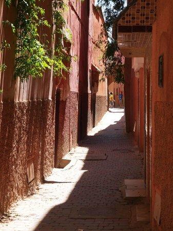 Riad Princesse du Desert : Merveilleuse ruelle menant au riad