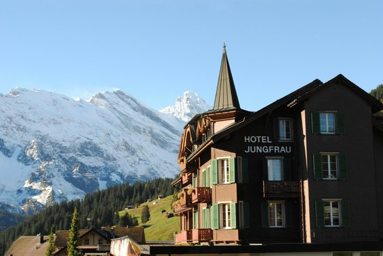 Hotel Jungfrau: The mountains are right there!