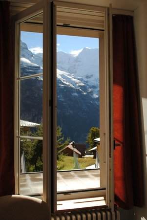 Hotel Jungfrau: Great views from bedroom/balcony!