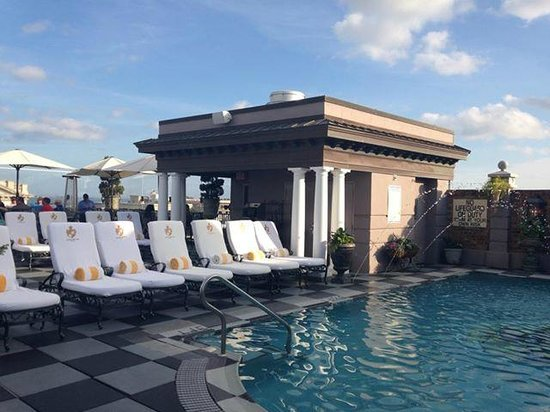 Market Pavilion Hotel: Pool at Rooftop Bar