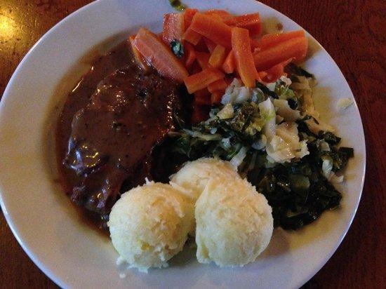 Kyteler's Inn: Steak with black pepper