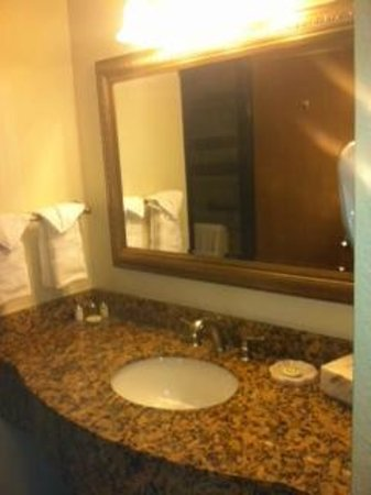 Best Western Plus Monterey Inn: bathroom