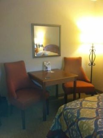 Best Western Plus Monterey Inn: sitting area