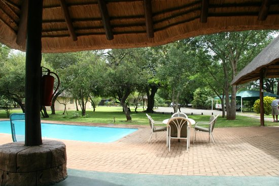 Komati River Chalets: The pool area