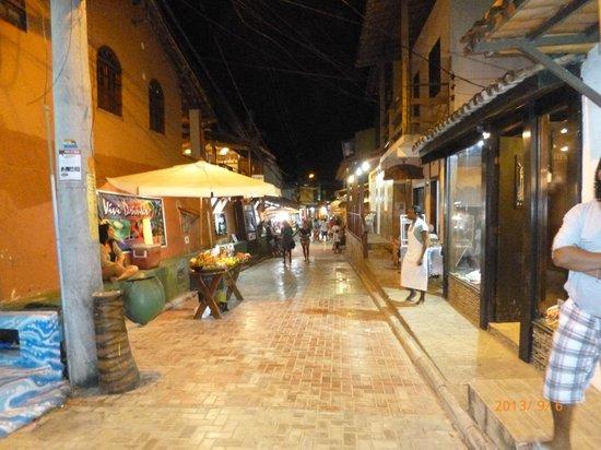 Pousada Aquarela: Centro de Morro a la noche