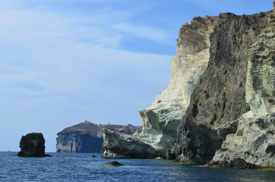Spiridakos Sailing Cruises: white cliffs