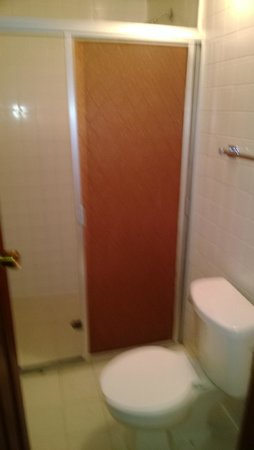 Hotel San Francisco Plaza: Shower Doors