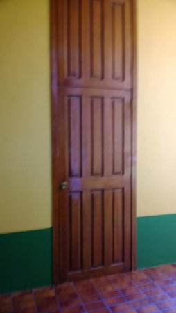 Hotel San Francisco Plaza: very tall door