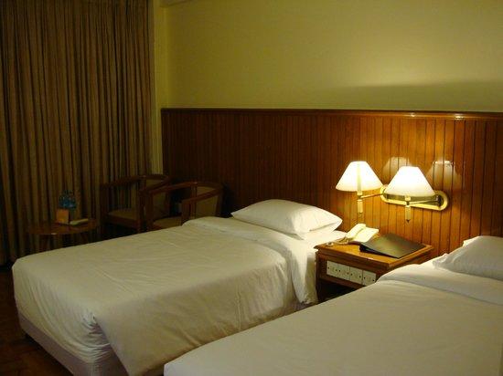 Myanmar Panda Hotel: Room