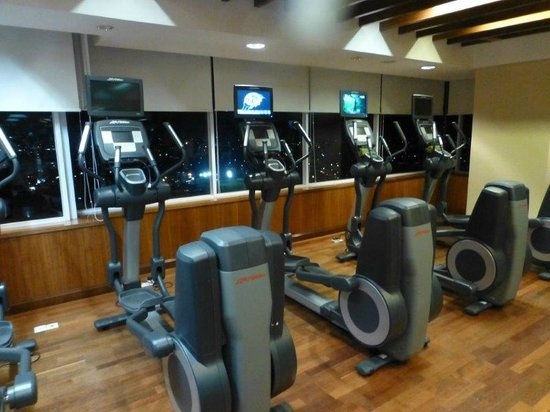 JW Marriott Hotel Medan: well equipped gym