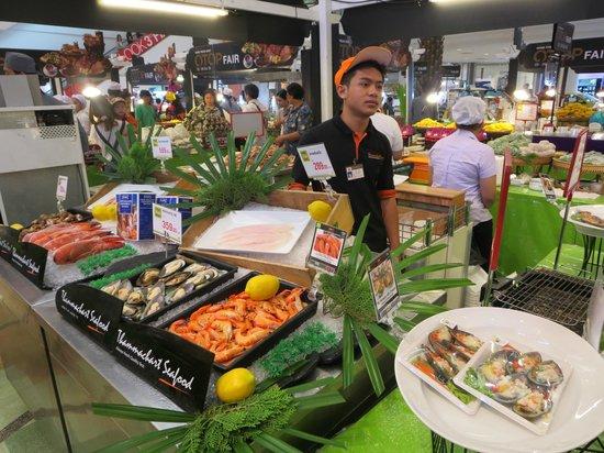 Dusit Princess Korat: Market in the Korat Mall.