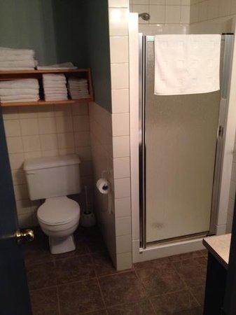 Les Chalets au Bord de la Mer: Bathroom