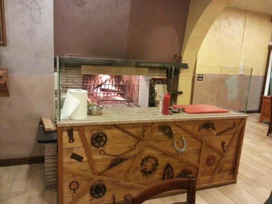 Camino cucina foto di osteria san martino paese - Camino in cucina ...