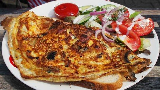 The Pancake Bakery: Bacon, Cheese & Mushroom Omelette
