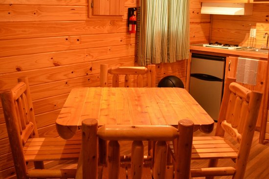 kitchen table in deluxe cabin picture of hot springs national park rh tripadvisor com