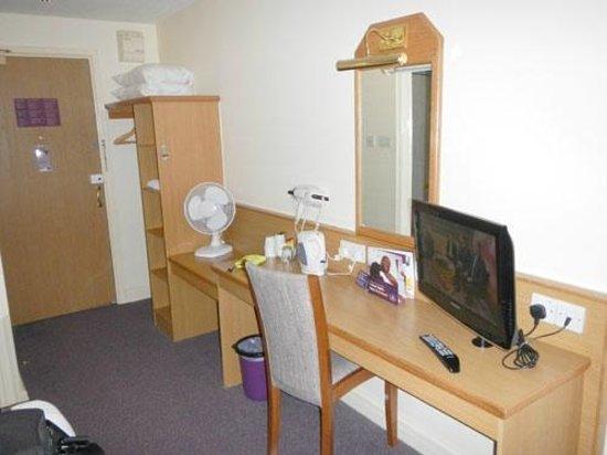 Premier Inn Manchester Tameside Hyde Hotel: room
