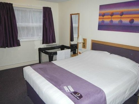 Premier Inn Manchester Tameside Hyde Hotel : bedroom
