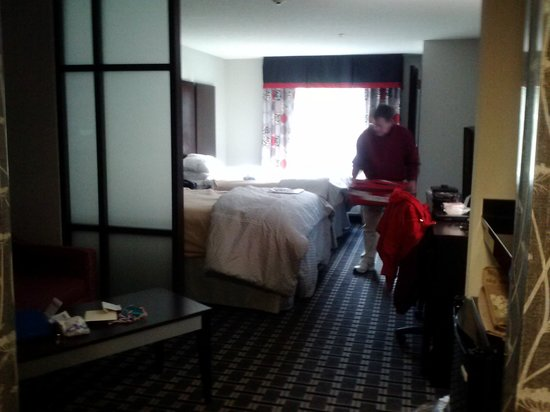 Comfort Suites Bypass: Room pic facing bed and window