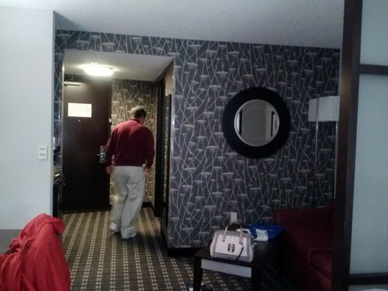 Comfort Suites Bypass : Room pic facing sofa and door