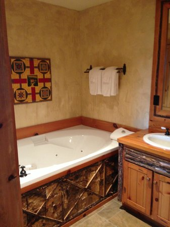 The Lodge at Buckberry Creek: Jacuzzi tub was awesome!