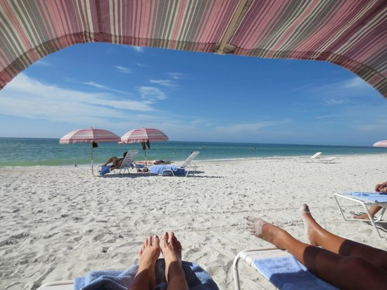 Sandcastle Resort at Lido Beach : Life could not be better...at Lido Beach