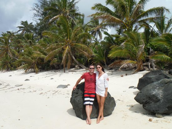 Rarotonga Beach Bungalows : Just a few steps from RBB!